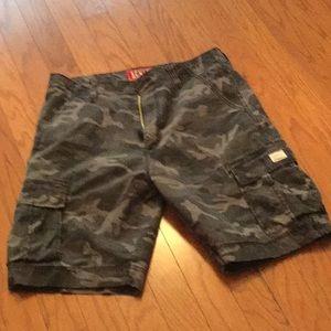 🌿Men's Levi's Camouflage Cargo Shorts.
